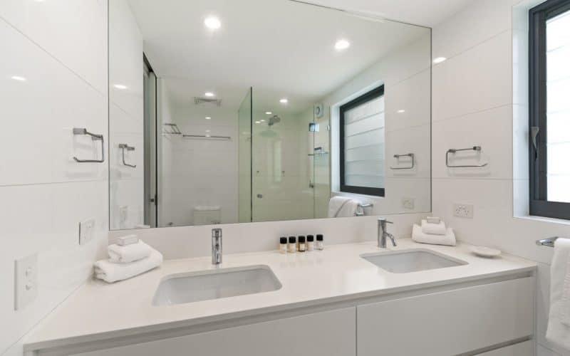 La Mer Unit 09 Bathroom
